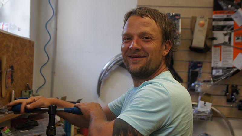 Jan Fiedler absolviert in Kürze einen Lehrgang zum Fahrrad-Rahmen-Schweißen. Foto: Philine Schlick