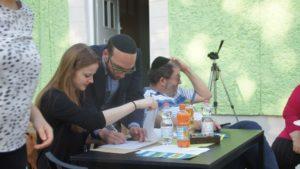 Akiva Weingarten (Mitte) ist Rabbi in Dresden und Teilnehmer der Coexist-Treffen. Philine Schlick