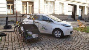 Ein teilAuto und die Generationen-Rikscha auf dem Parking Day 2020. Foto: Philine Schlick