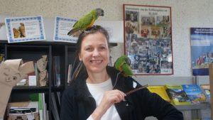 Birgit Kretzschmar mit Meister Joda und Mäxl. Foto: Philine Schlick